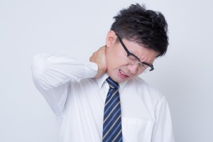 首の凝りに効果的なストレッチとマッサージの方法